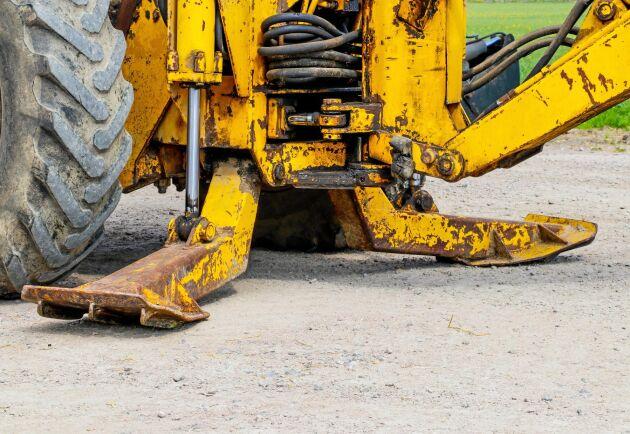 Stödbenen håller baklastaren stabil under grävning. Dessa sitter fästa i aggregatet.