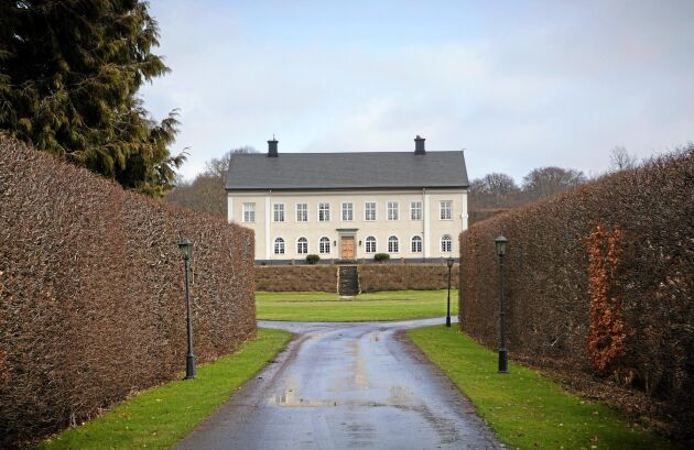 Skönabäcks herrgård uppfördes i början av 1800-talet.