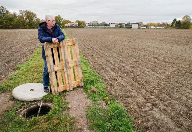 Lantbrukaren Bertil Aspernäs led mindre av sommarens torka än många andra. Hans underjordiska bevattningsystem räddade stora delar av skörden.