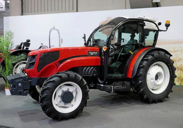 ArmaTrac är exportnamnet för den turkiska traktortillverkaren Erkunt. Traktorerna finns i storlekar upp till 120 hästkrafter. På bilden syns en ArmaTrac 804 Fruit Garden, specialiserad för fruktodlingsjobb.
