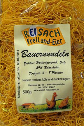 Förädlade och lagringsbara produkter säljs i gårdsbutiken. Pasta är en ny produkt baserad på egna ägg. Mjölet köps in än så länge, men även det ska bli egenproducerat inom kort.