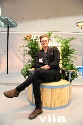 En kombinerad kruka och furufåtölj för utemiljöer, designad av bland andra Adam Bengtson, som studerar industridesign på Högskloan i Gävle.