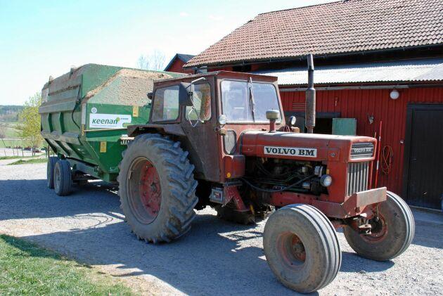 Inte bara veteran. En T 800 kan fortfarande göra ett jobb. Traktorn på bilden jobbade vid fototillfället på en djurgård med att dra fodervagnen.