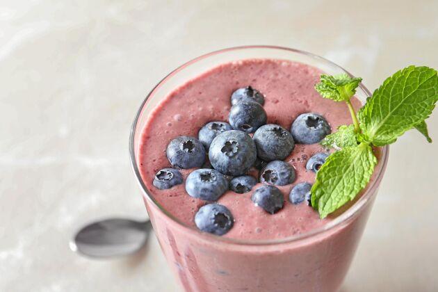 En blåbärssmoothie passar perfekt som frukost eller mellanmål. Förbered gärna dagen innan för att spara tid.