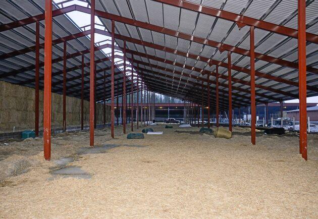 Det nya stallet kompletterar de som redan finns och erbjuder framför allt större plats med djur plus varje sak på sin plats.
