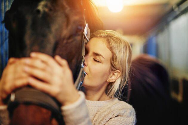 Genom att ta hand om hästarna eller plantera växter glömmer du att tänka på att du har ont eller mår dåligt.
