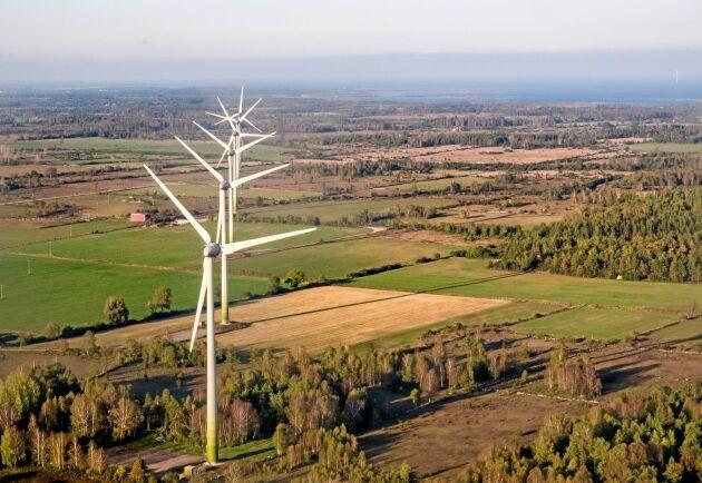 Lyssna på protesterna mot vindkraftverken, uppmanar skribenterna.