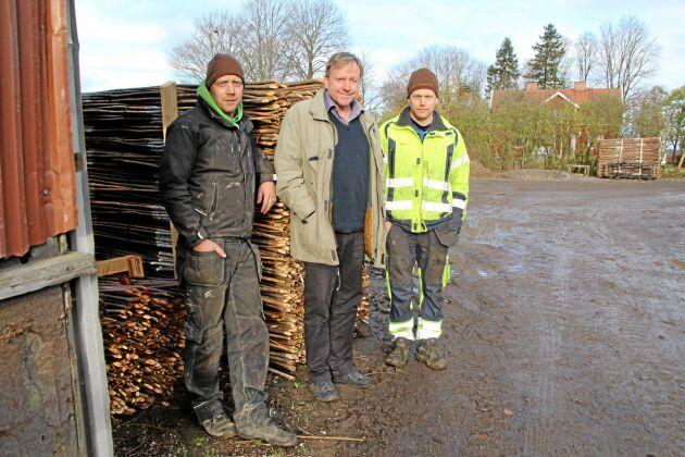 Anders, Sven och Erik – alla Jönsson. Bröderna är nu tredje generationen som driver gården i Täby en och en halv mil utanför Örebro.