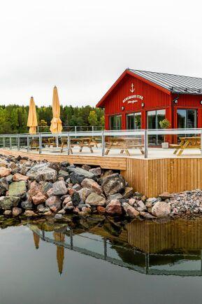 Den nya restaurangen kombinerad med rökeri och butik vid Saltharsfjärden norr om Gävle.