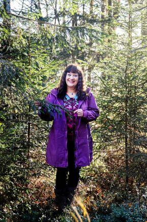 Karin är en engagerad skogsägare som ofta tittar till gårdens skog.