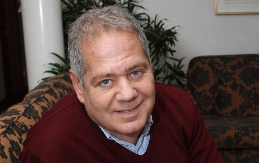 BUDBÄRARE. Författaren Stefan Einhorn tar upp vikten av godhet i sina böcker.