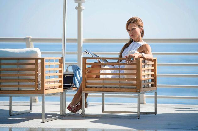 """Lena Olin i """"Riviera"""" säsong 2 som är tillbaka sommaren 2019."""
