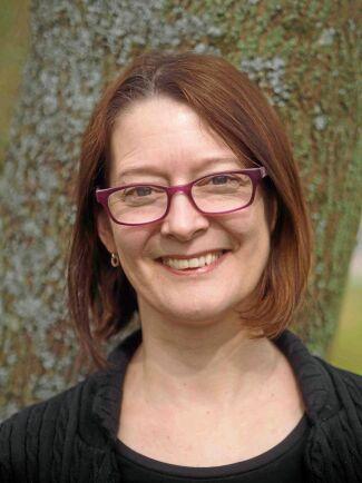 Johanna Witzell, docent i ekofysiologi vid Institutionen för Sydsvensk skogsvetenskap vid SLU i Alnarp, forskar om skadegörare och växtsjukdomar i skogen. Nyligen belönades hon med Föreningen Skogens Guldkvisten.