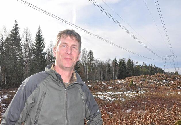 Intill den befintliga Alvestaledningen på Karl-Johan Axelssons mark planerar Svenska Kraftnät att uppföra ytterligare en 400-kilovoltsledning.