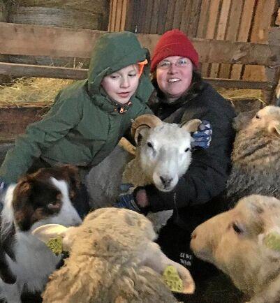 Dahlia Longrée driver djurunderstödd rehabilitering på sin gård.