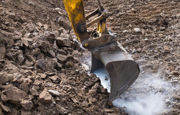 Varje år får flera gruvbolag tillstånd att undersöka fyndigheter i marken runt om i landet.