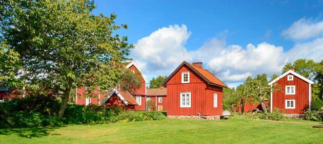 Många bär på drömmen om torplyckan, det söta huset med den blommande trädgården. Skapa samma känsla i din villaträdgård.