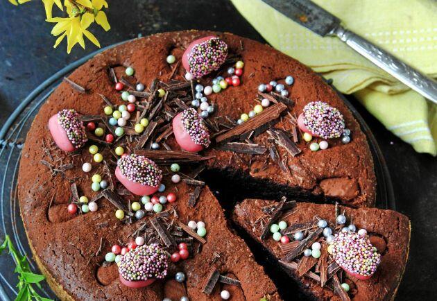 Kladdkaka med chokladägg är en riktigt maffig påskdessert.