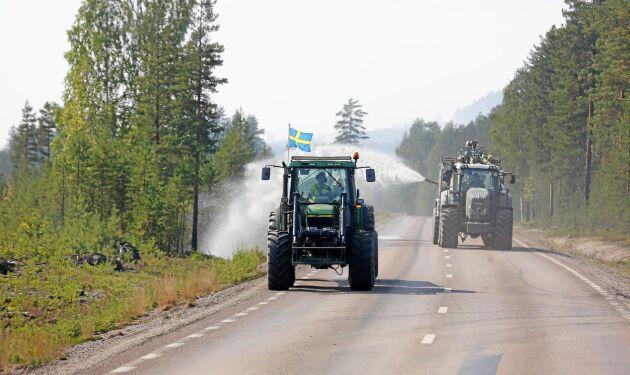 Sommaren 2018 brann en stor del av skogen. Gödseltunnor sattes in i kampen mot lågorna, som här i Laforsen.