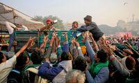 Bönder från hela Indien i protestmarsch