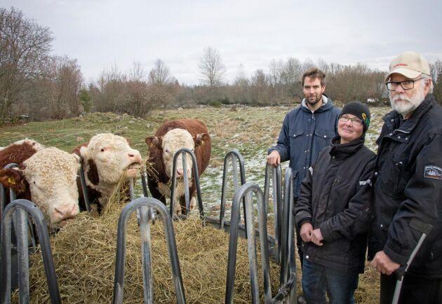 Jon, Anita och Stefan Owesson driver i dag gården tillsammans. Familjen genomför ett mjukt generationsskifte som innebär att Jon successivt tar över allt fler arbetsuppgifter.