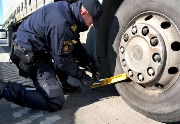 Sedan några år tillbaka har polisen rätt att låsa fast fordon som bryter mot reglerna, så kallad klampning. Arkivbild.