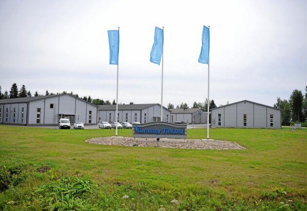 Caraway Finland i Närpes köper in och sorterar kummin från cirka 500 kontraktsodlare i Finland och destillerar en del till olja. Caraway Finland Oy är delägare i Nordic Caraway Oy som sköter exportförsäljningen.