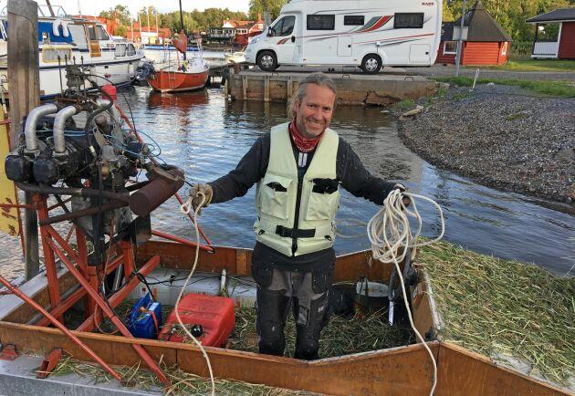 Fredrik Holmén har byggt på och arbetat med vassskördaren när han haft tid över de senaste fem åren.