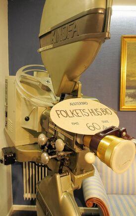 Biografens första egna projektor från 1942 finns kvar i Folkets Hus.