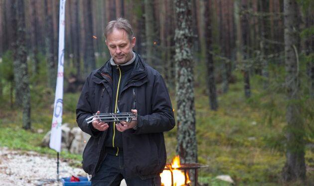 Håkan Johansson med den första modellen av hur en ramp skulle kunna se ut.