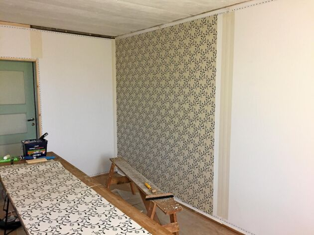 I sovrummet pågår renoveringen.