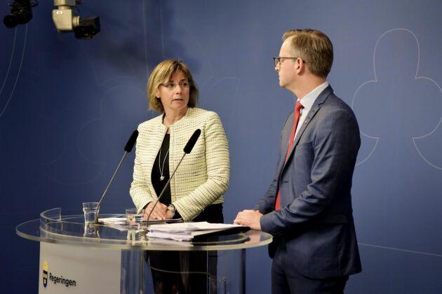 Vice statsminister Isabella Lövin (MP) och närings- och innovationsminister Mikael Damberg (S).