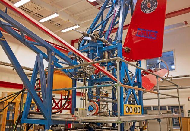 Med hjälp av Saabs flygplanshydraulik skulle det bland annat vara möjligt att bygga jordbruksmaskiner som vecklar ihop sig på helt nya sätt.