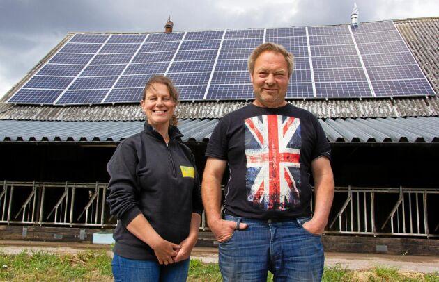 Anneli och Ola Nordqvist installerade sina solceller redan 2015 och är mycket nöjda med att de producerar mer el än vad som utlovats.