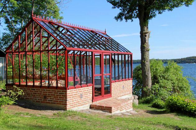 Växthus från Classicum med extra generös takhöjd.