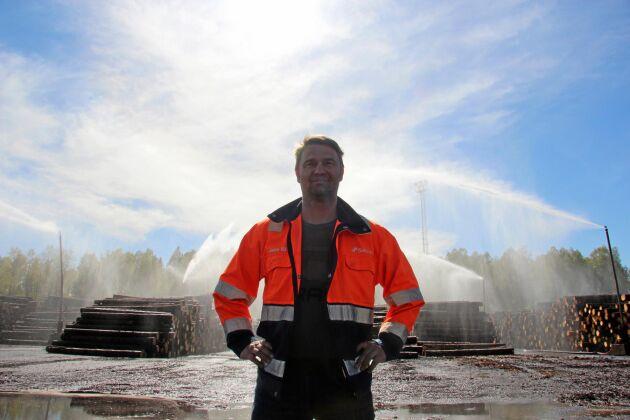 Vattnet tog slut på Setras sågverk i Heby och timmerlagret tog stor skada. Mot den bakgrunden betalade sig investeringen i ett bevattningssystem med avloppsvatten på två månader, berättar platschefen Jan-Erik Johansson-Vik.