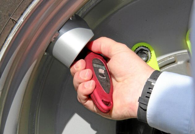 Före provkörningen kontrollerades däcktrycket, 1,2 bar i VF-däcket och 2,0 bar i de äldre IF-däcken.