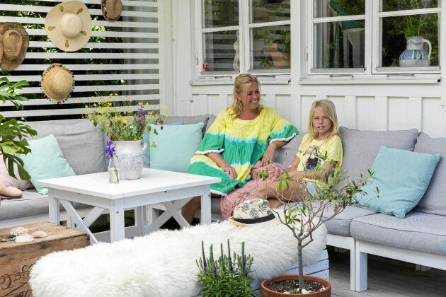 Familjen Juhl-Kristiansson spenderar mycket tid tillsammans. På resor och hemma, pysslande eller ätande, spelandes sällskapsspel eller bara genom ett skönt soffhäng.