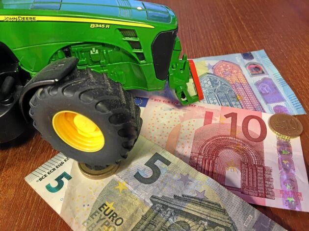 En stor majoritet av EU:s medlemsländer tycker att EU-kommissionen föreslår allt för hårda nedskärningar på jordbruksstöden.