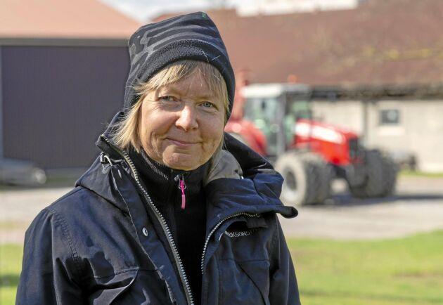 """Eva Forsberg ägnar ungefär en halv arbetstid åt lantbruket och resten åt den ack så värdefulla """"marktjänsten""""."""