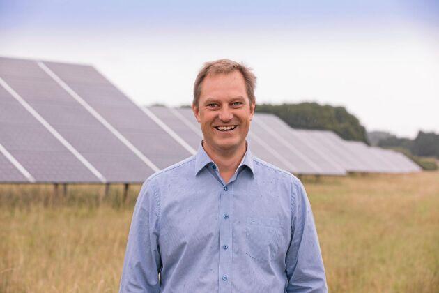 Johan Skördare på Energiengagemang sitter med i en arbetsgrupp som ska ta fram ett branschdokument för säker installation av solceller.