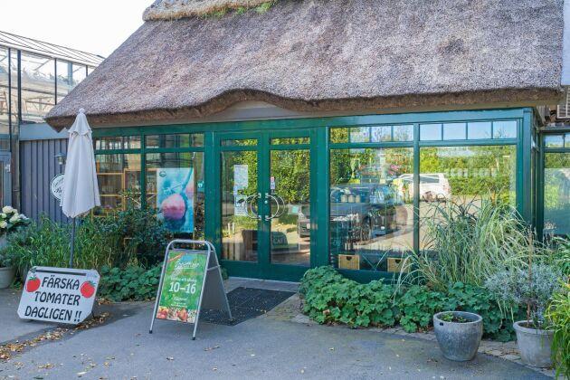 2001 startade man en gårdsbutiksrörelse, Gröna butiken på Orelund, där gårdens produkter utgör huvuddelen av försäljningen.