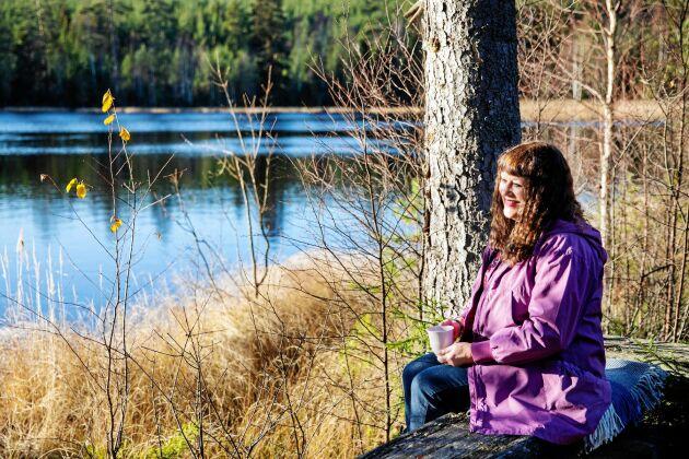 Skön paus vid Germundstjärn nära Karins skog i Mörtarbo.