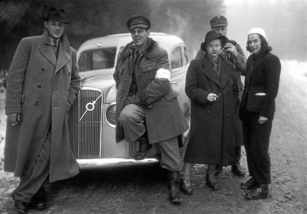 Med Barbro Alving i finska vinterkriget fick KG Kristoffersson ett tidigt elddop som fotograf. (1940)