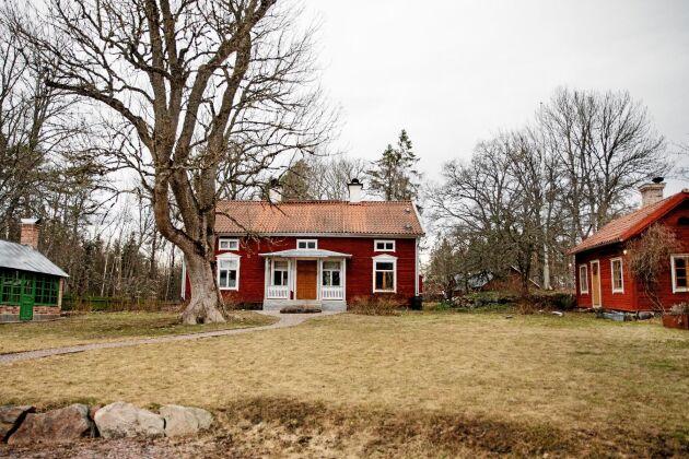 Boningshuset och drängstugan är från slutet av 1800-talet.