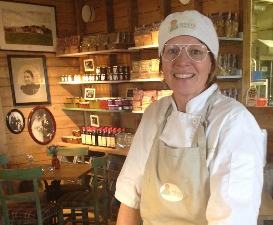 land.se skriver om Sofia Johansson som driver Sivans ost tillsammans med sin familj i Vara.
