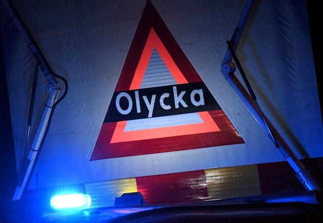 Fem personer har förts till sjukhus efter en trafikolycka på E45 i Östersunds kommun.