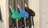 Priset för bensin och diesel fortsätter nedåt
