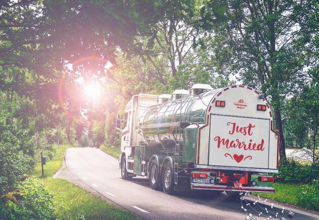 Falköpings Mejeri vill se landsortsromantiken spira i egenproducerade tv-serien The Milky Way. Dejterna kommer att ske i en av företagets mjölkbilar som kör turen mellan gård och mejeri.