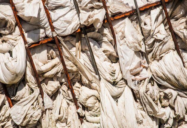 KRS har ett uppdrag från Svensk Ensilageplastretur att samla in den använda plasten från lantbruk. Hittills har mycket av plasten gått på export.